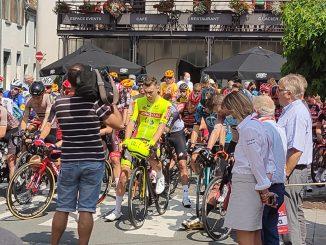 deuil national sur la 1è étape du Tour de Walloniela minute de silence